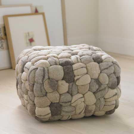 Подушки в виде мягких камней