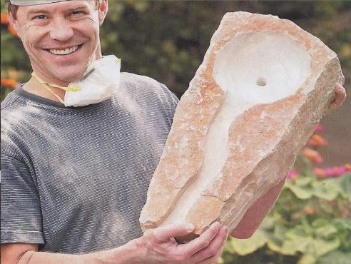 желобок в камне для ручейка