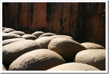 Стол из камней
